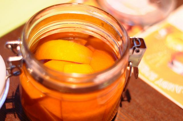 オレンジが漬け込まれたブランデー