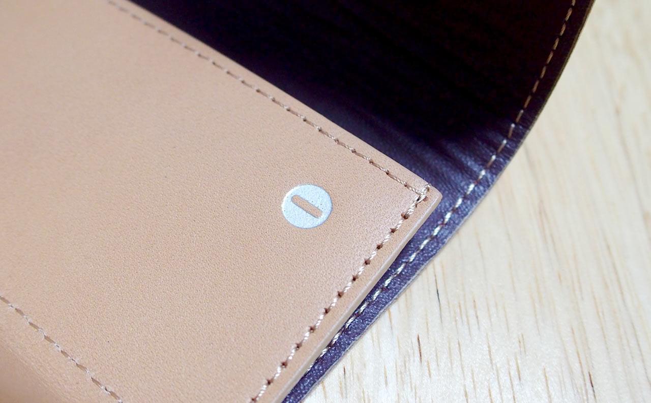 小さい財布 コイン投入口