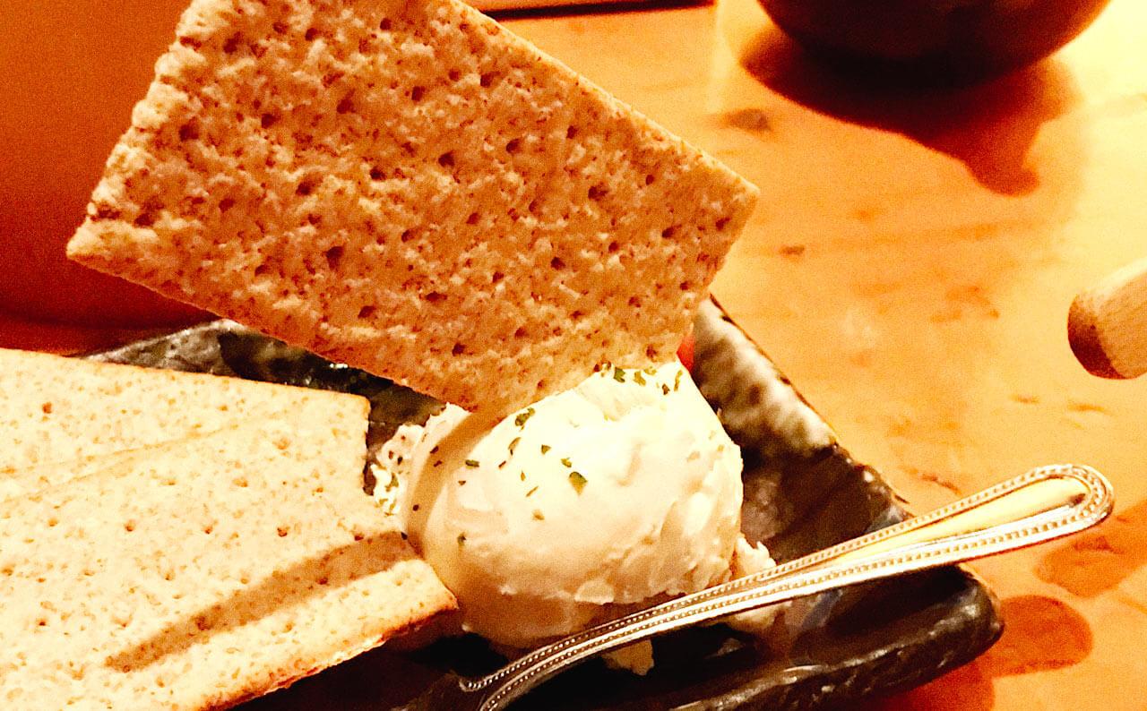 円山町 巖 | クリームチーズといぶりがっこ