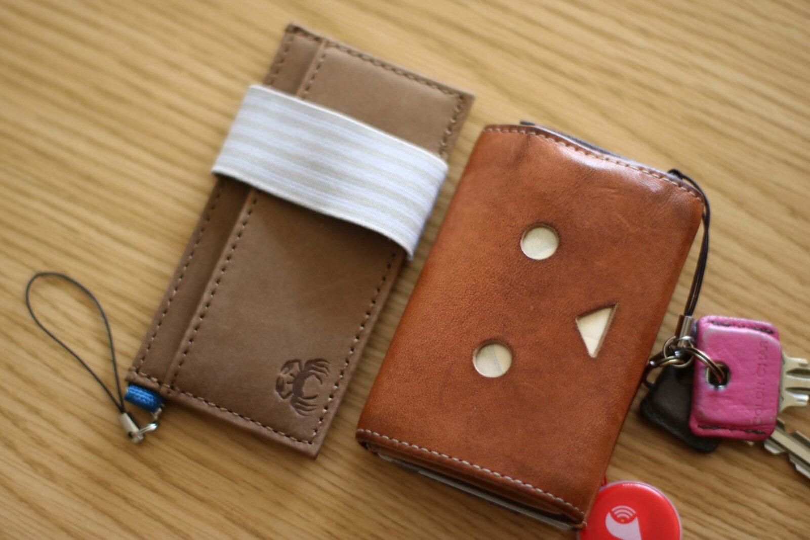 小さい財布とCRABBY wallet
