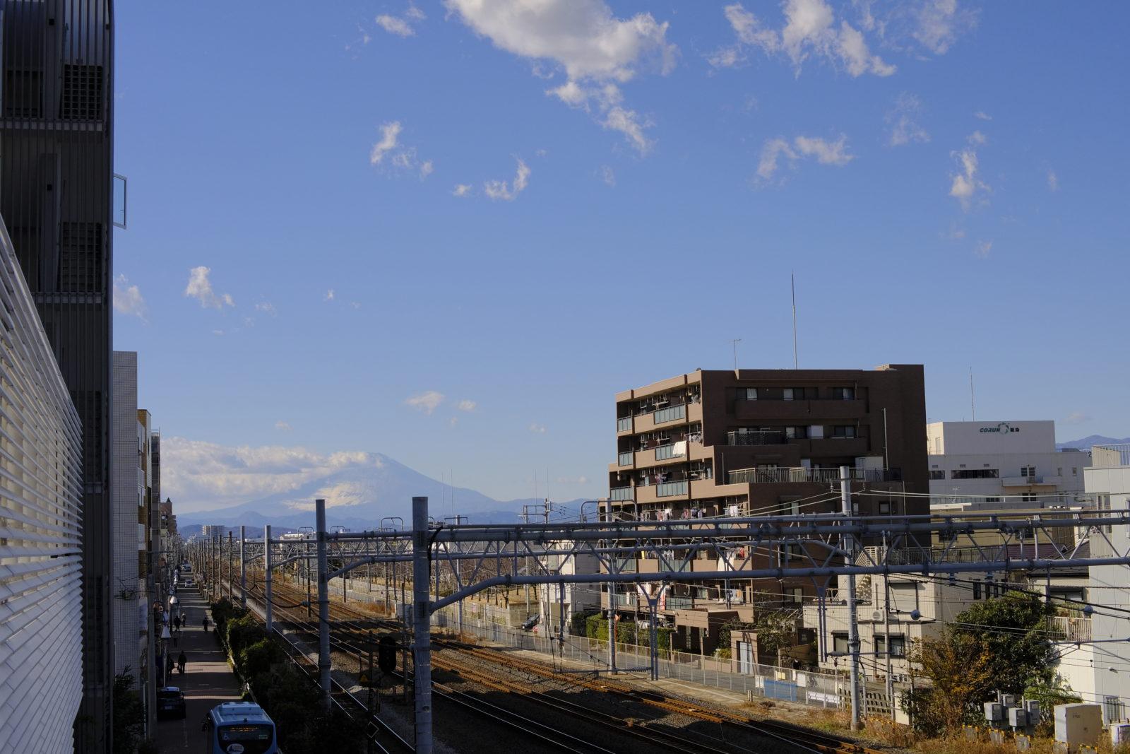 辻堂駅西口から見える富士山